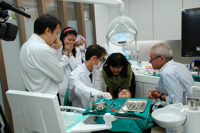 Esthetic Restorative and Implant Dentistry.The Faculty of Dentistry, Chulalongkorn University Mr.Wilhelm Georg Geller